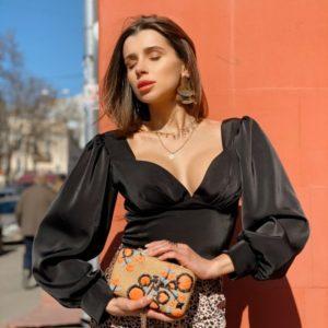 Заказать женскую черную блузу с объемными рукавами из шёлка недорого