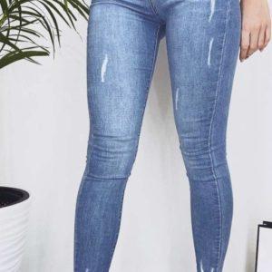 Заказать онлайн женские голубые джинсы американка с царапками на двух пуговицах недорого
