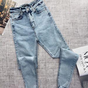 Приобрести светлые женские джинсы скинни с рваными коленями по доступным ценам