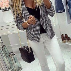 Купить женский черно-белый стрейчевый пиджак в мелкую клеточку недорого
