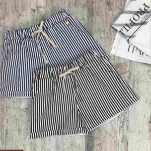 Заказать онлайн женские шорты из хлопка с принтом (полоска, звезды) черные, серые дешево
