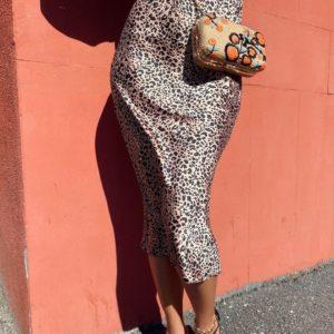 Заказать онлайн женскую юбку миди с животным принтом дешево