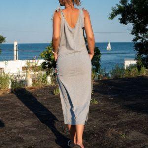 Купить дешево женское длинное платье с завязками на плечах из хлопка цвета серый меланж в подарок