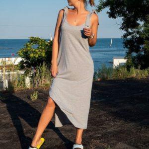 Заказать в подарок женское длинное платье из хлопка на плечах с завязками цвета меланж серый недорого