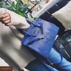 Приобрести в интернет-магазине женскую сумку с змеиным принтом в классическом стиле синего цвета дешево