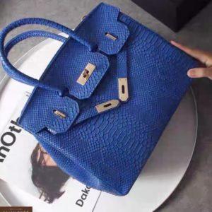Купить в подарок женскую сумку в стиле классическом со змеиным принтом цвета синего оптом в Украине