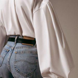 Заказать в подарок женскую рубашку с рукавами объёмными из хлопка цвета белого дешево
