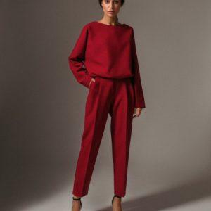 Заказать в подарок женский костюм брючный двойка с объёмной кофтой красного цвета дешево