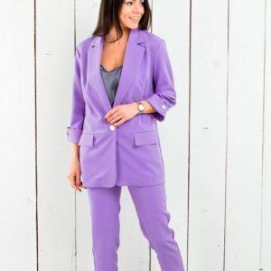 Купить дешево женский костюм брючный с пиджаком удлиненным фиолетового цвета в подарок