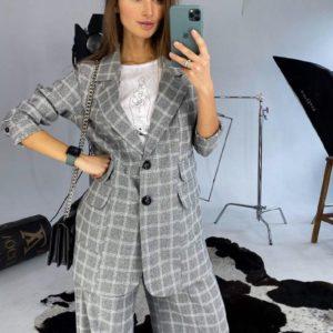 Заказать в подарок женский костюм: пиджак удлинённый свободного кроя + широкие брюки-кюлоты (на поясе резинка) в крупную серую клетку дешево