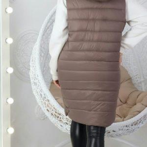 Заказать женскую удлиненную жилетку на синтепоне цвета мокко (размер 48-56) в Украине