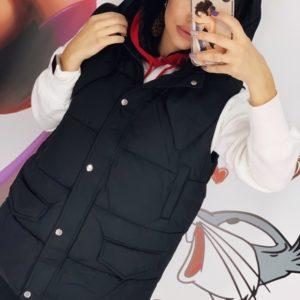 Заказать черную женскую утепленную жилетку со съемным капюшоном (размер 42-48) выгодно