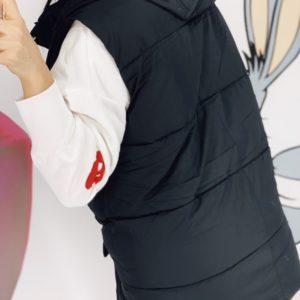 Приобрести черную женскую утепленную жилетку со съемным капюшоном (размер 42-48) в Украине
