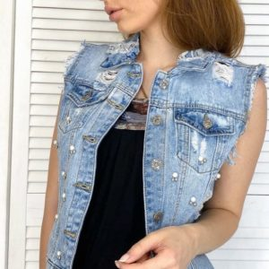 Заказать онлайн синюю джинсовую жилетку на пуговицах с жемчугом (размер 40-50) недорого