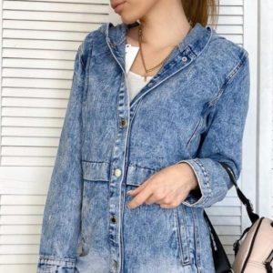Заказать синюю женскую джинсовую удлиненную куртку с капюшоном (размер 40-50) по скидке