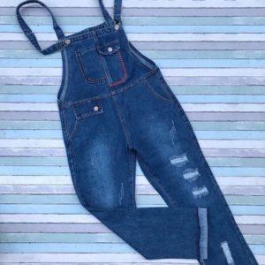 Заказать синий женский джинсовый комбинезон с потертостями по скидке