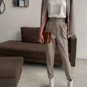 Заказать онлайн женский шоколадный костюм-тройка: брюки+пиджак+майка (размер 42-48) по специальным ценам