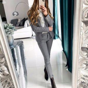 Заказать женский черно-белый костюм-тройка с крупными пуговицами на рубашке (размер 42-48) в клетку в Украине