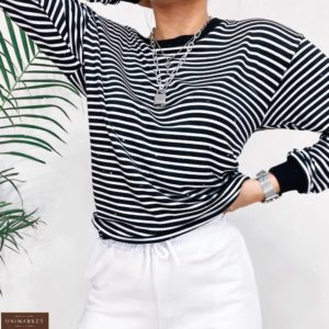 Заказать онлайн женскую черно-белую полосатую кофту из вискозы со спущенной линией плеча (размер 42-52) в Украине
