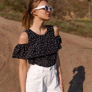 Заказать черную женскую свободную блузку с открытыми плечами на резинке (размер 42-56) недорого