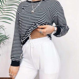 Заказать женскую черно-белую полосатую кофту из вискозы со спущенной линией плеча (размер 42-52) недорого