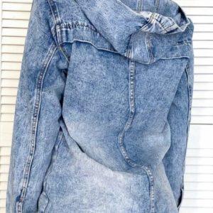 Приобрести синюю женскую джинсовую удлиненную куртку с капюшоном (размер 40-50) по низким ценам