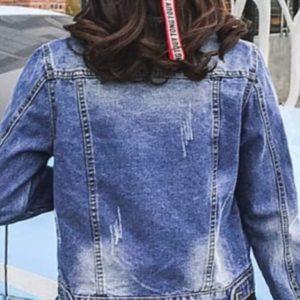 Заказать женскую синюю джинсовую куртку с карманами недорого