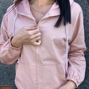 Приобрести персиковую женскую легкую куртку с ушками на капюшоне по скидке