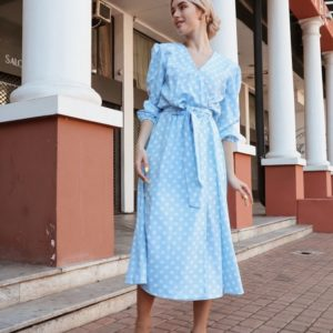 Заказать голубое женское платье миди в горошек с рукавами-фонариками онлайн