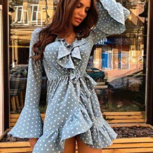 Купить голубое женское платье мини в горох на запахе с рукавами клеш недорого