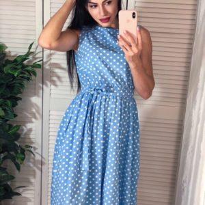 Купить голубое женское платье миди без рукавов в горошек выгодно