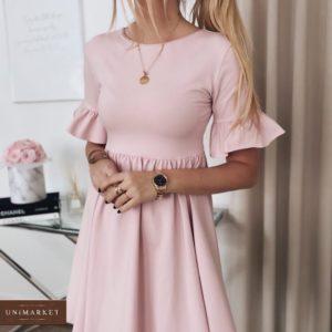Купить розовое женское базовое платье с воланами из костюмки по низким ценам
