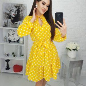 Купить онлайн желтое женское платье в крупный горох с завязкой у шеи (размер 42-48) выгодно