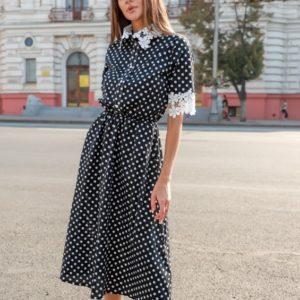Заказать онлайн черное женское платье миди в горошек с кружевными вставками