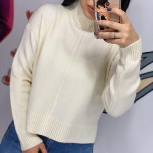 Купить белый женский короткий свитер с воротником-стойкой недорого
