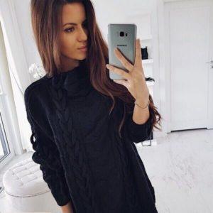 Заказать женскую черную зимнюю тунику плотной вязки с объемными фактурными узорами в Украине