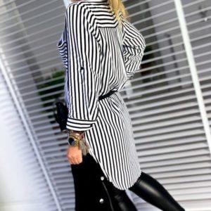 Купить онлайн женскую полосатую тунику-рубашку с карманом (размер 42-60) черно-белую выгодно