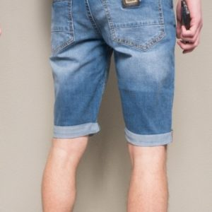 Купить онлайн мужские синие джинсовые шорты с карманами в интернет-магазине