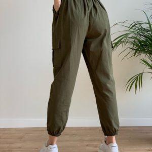 Заказать женские брюки джоггеры хаки с карманами по скидке