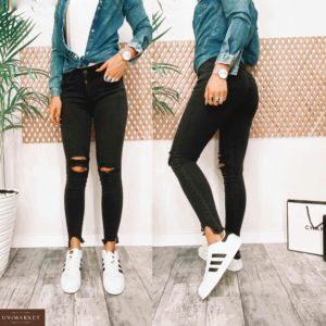 Купить женские черные джинсы с прорезями на коленях по низким ценам