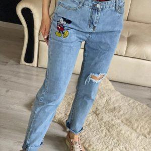 Заказать голубые женские джинсы Mom с вышивкой Микки Маус (размер 44-48) в Украине