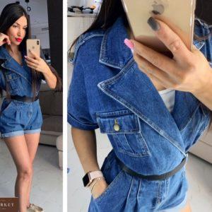 Купить синий женский джинсовый комбинезон с шортами на запах по скидке
