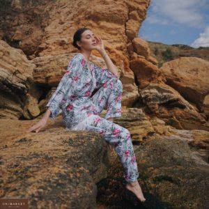 Купить белый женский костюм с бахромой и цветочным принтом из штапеля дешево