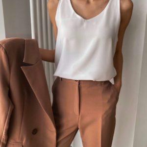 Заказать женский брючный костюм-тройка цвета мокко в интернет-магазине