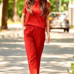 Заказать красный женский однотонный брючный костюм с футболкой в Украине