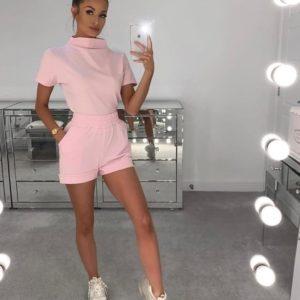 Приобрести розовый женский трикотажный костюм с воротником-стойкой выгодно