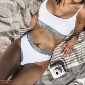 Заказать белый женский купальник в спортивном стиле с лентой металлик по низкой цене