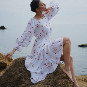 Заказать женское белое платье с принтом вишенки с поясом (размер 42-52) в Украине