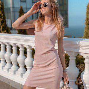 Купить пудровое женское лаконичное платье с круглым вырезом из рибана по скидке