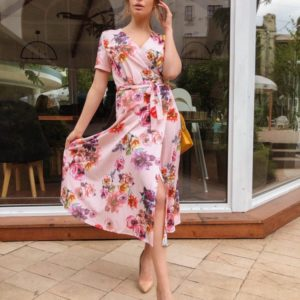 Приобрести пудровое женское платье на запах с цветочным принтом с поясом хорошего качества